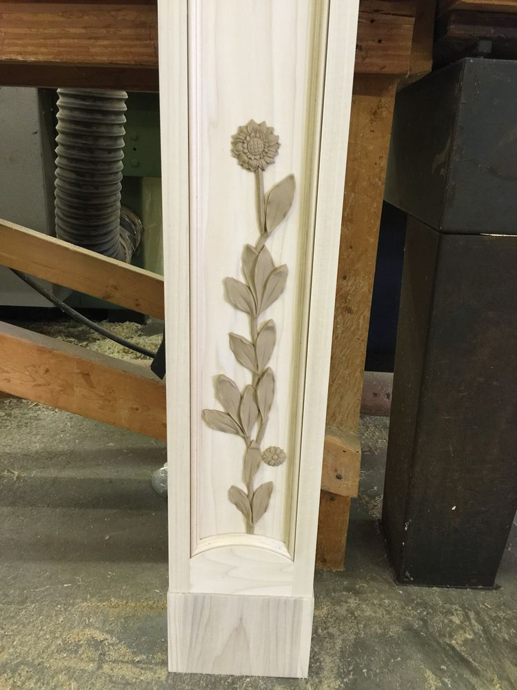 Floral details on mantel legs