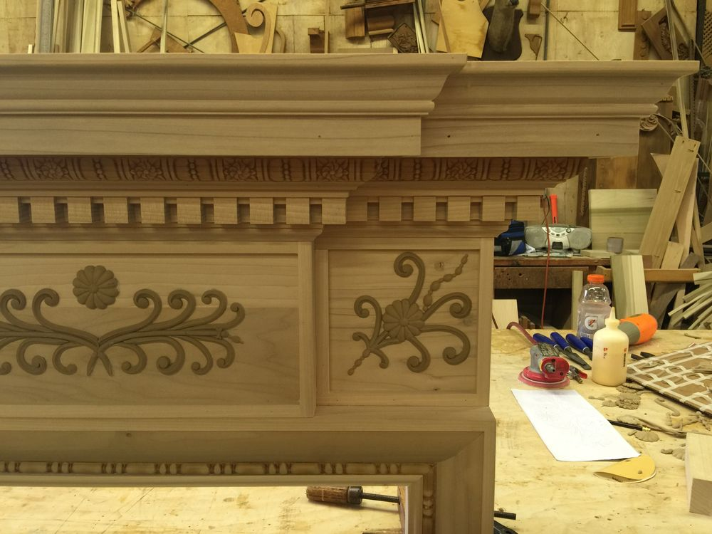 Close-up of top right corner of the Federal style mantel with moulding by Driwood